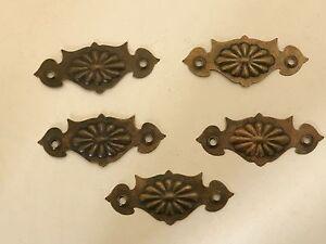 Raisonnable 5 Vintage En Laiton Style Art Nouveau Tiroir Cabinet Couverture Doigt Plaques Rosette-afficher Le Titre D'origine Belle Qualité