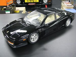 Pocher-built-kit-Ferrari-Testarossa-1-8-black