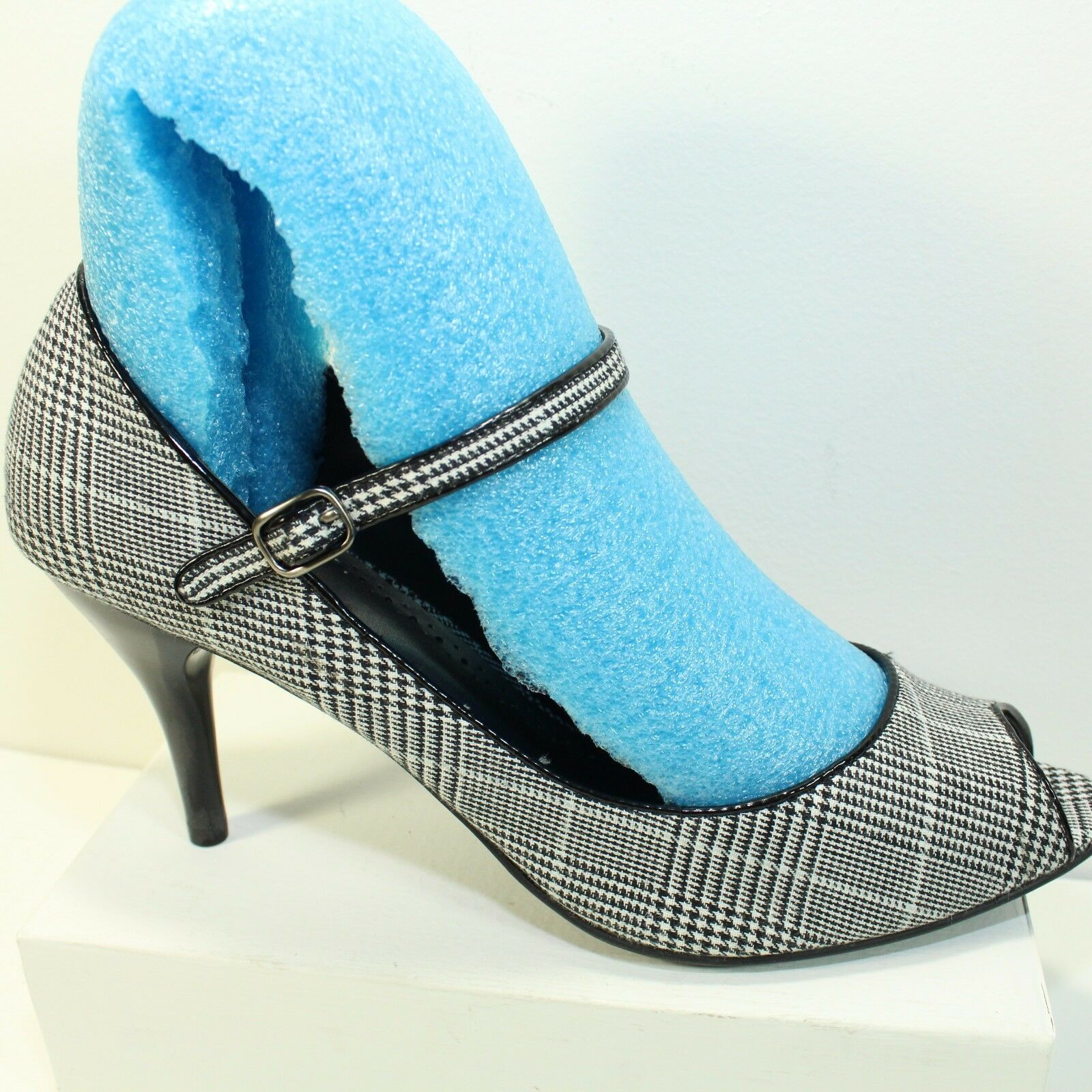 Pumps 3.5    Heel Ankle Strap Black White Hound Fabric Sz 11 Predictions Open Toe 9217a7