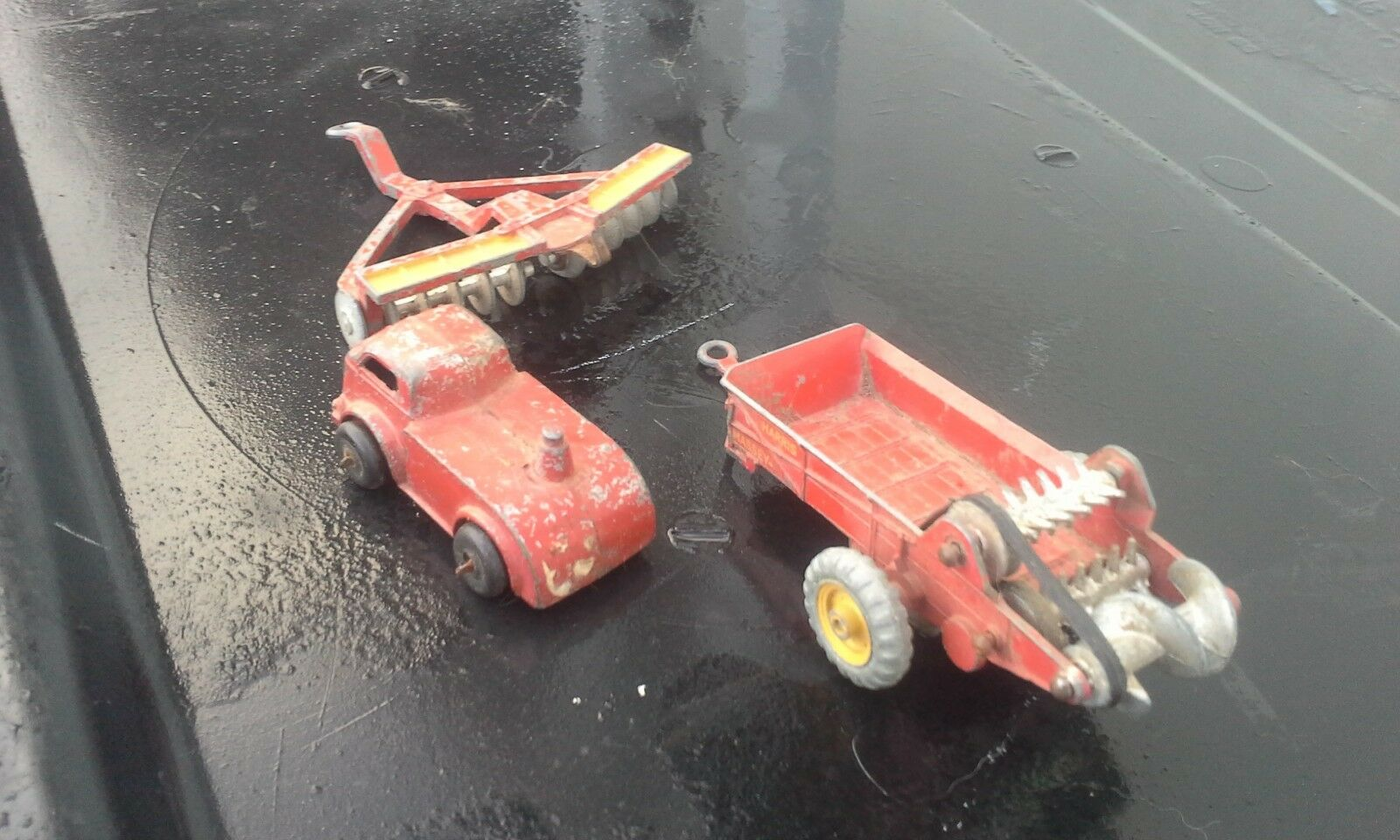LOT LOT LOT OF 3 OLD DINKY FARM TOYS......LOOK cc5407