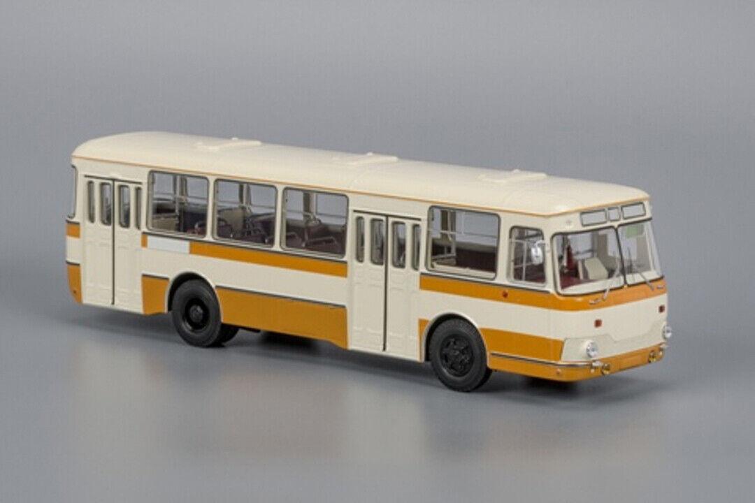 LiAZ 677M with spate wheel 1 43 Classicbus