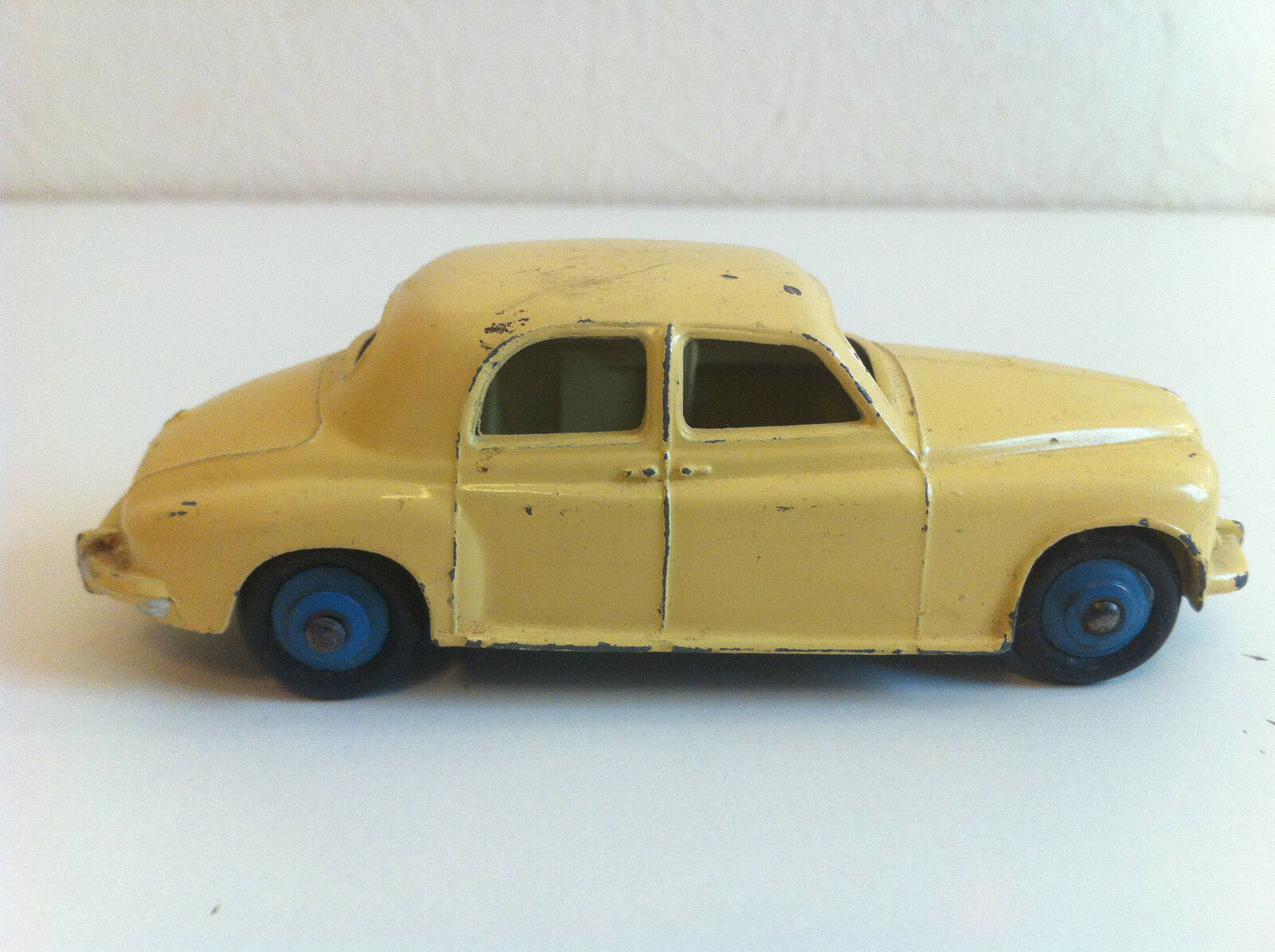 Dinky Toys - 140 B - Rover 75 (Crème, jantes bleues)