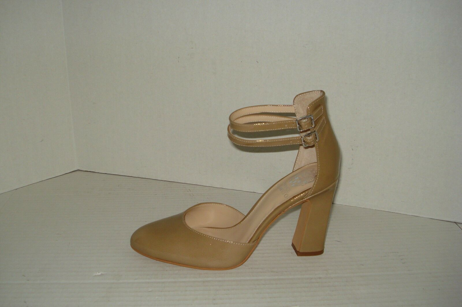 VINCE CAMUTO NUDE PATENT LEATHER WOMEN'S HEELS, SIZE 9M
