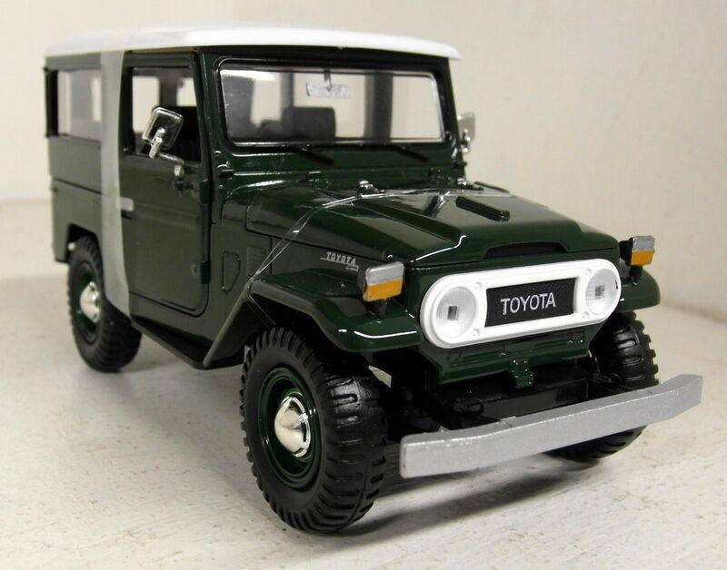 Motormax 1 24 Scale 79323PTM Toyota FJ40 Dark green Diecast model car
