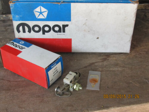 NOS MOPAR IGNITION POINTS CHRYSLER DODGE PLYMOUTH with BUILT IN CONDENSER