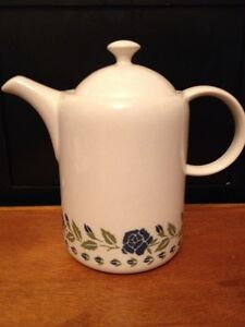 Image is loading BHS-Tableware-Tea-Coffee-Pot-Blue-white-Hannah- & BHS Tableware * Tea/ Coffee Pot Blue/white Hannah Design | eBay