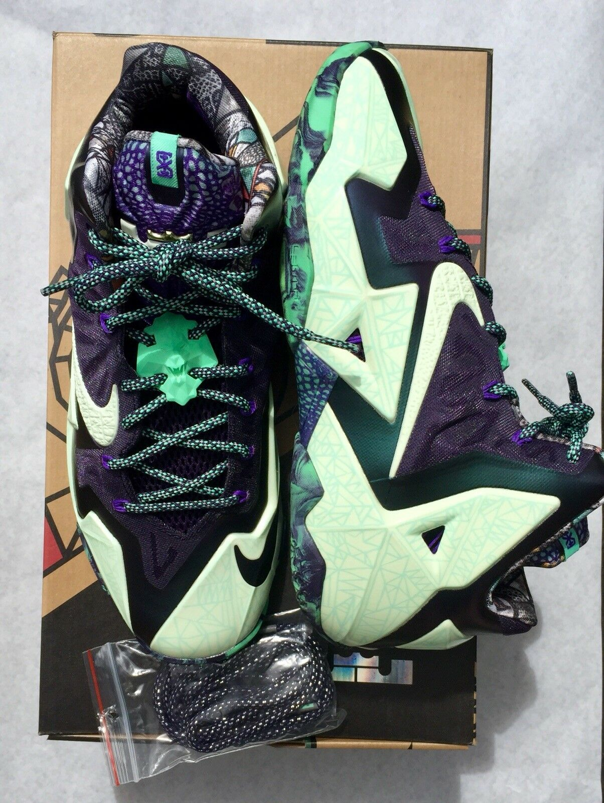 "Nike LeBron 11 XI ""Gator King Gumbo"" Basketball Men's shoes 647780 735 US 9.5"