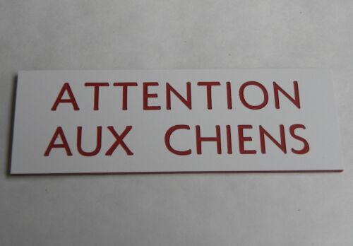 plaque gravée ATTENTION AUX CHIENS épaisseur 1,6 mm  petit format