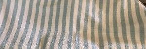 Acolchado-Colcha-Edredon-Reversible-Doble-Color-Verde-Palido-y-Blanco-de-rayas-anchas