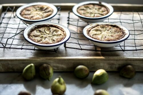 Traditional Circular Falcon White Enamel Pie Dish