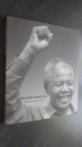 Nelson Mandela Carisma Y Humilie Ediciones de La Jaguard 2014 Tbe