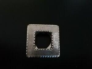broche fantaisie en métal argenté pierre en verre