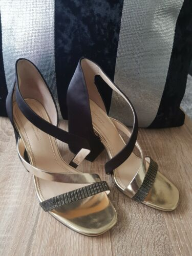 Vince camuto Chunky Heels Sandals. Size 6.5M