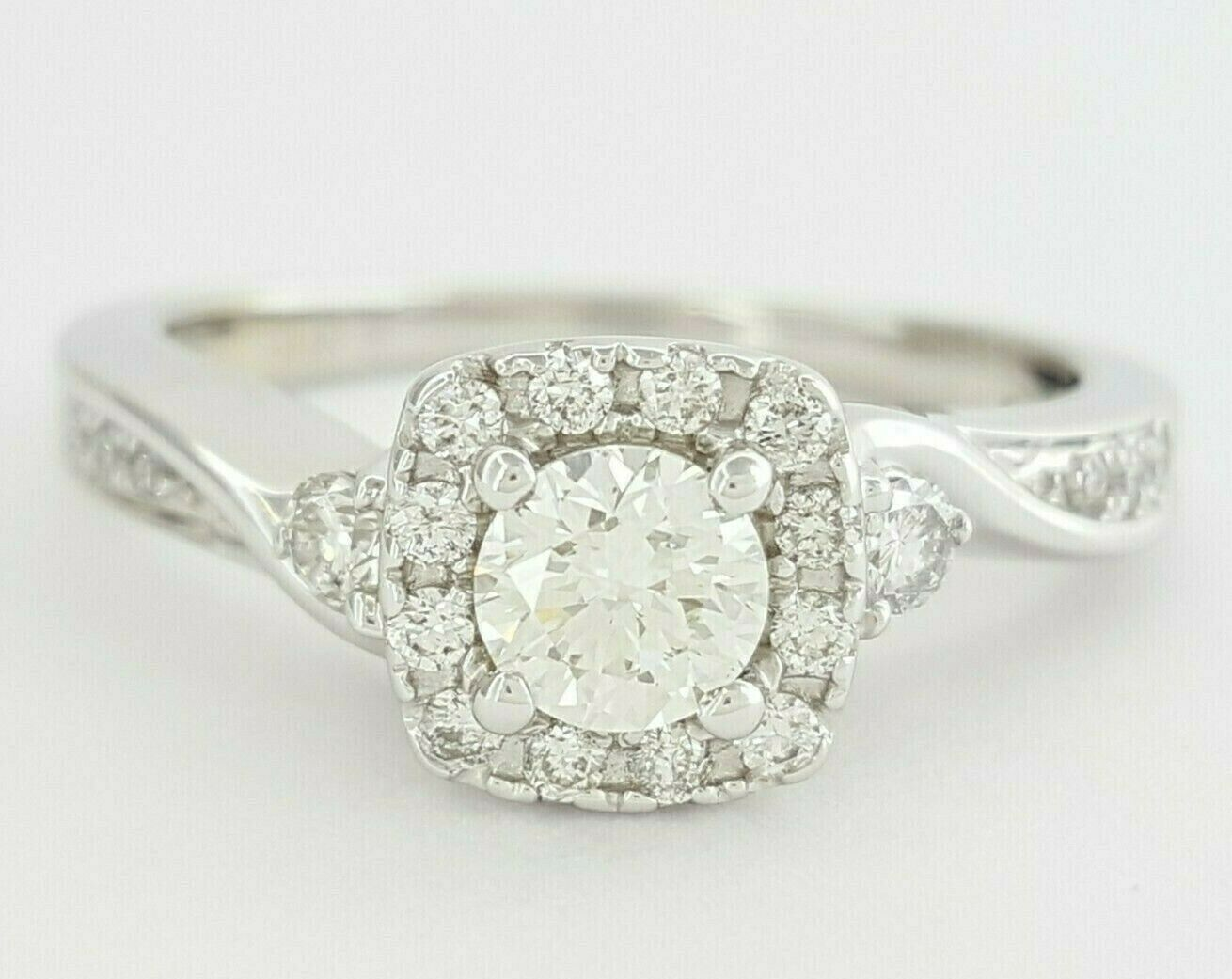 0.63 ct 14K White gold Round Brilliant Cut Diamond Halo Engagement Ring