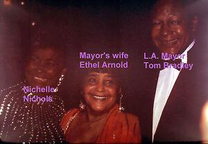 NICHELLE-NICHOLS-WITH-L-A-MAYOR-TOM-BRADLEY-amp-WIFE-RARE-UNSEEN-PRESS-5x7-PHOTO