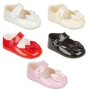 NEW Baby Girls UK Baypods Spanish Style Black Patent Pom Pom /& Bow Pram Shoes