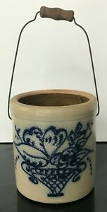 Vintage-Maple-City-Pottery-4-5-Crock-Blue-Bouquet-Wire-amp-Wood-Handle-Stamped