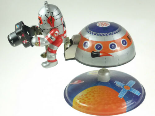 SPACE STATION TIN TOY WITH ASTRONAUT /&  CAMERA SPACEMAN  CLOCKWORK  PRODUCTION