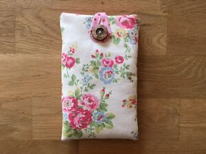 iPhone-7-7-Plus-Padded-Case-Cover-Made-With-Cath-Kidston-Spray-Flowers-Fabric