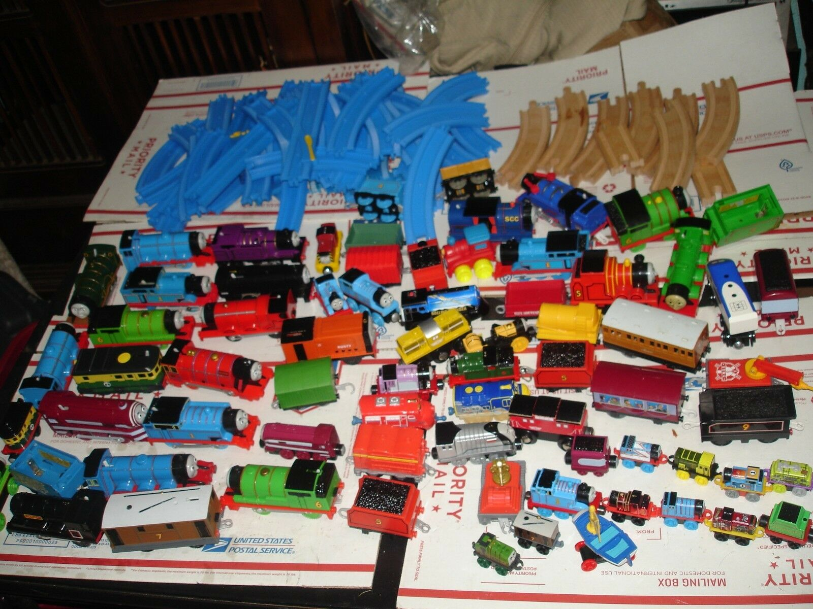 Huge Thomas the train lot tracks locomotives cars NICE