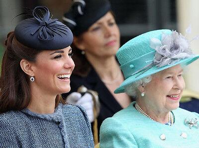 H5899 Catherine Duchess of Cambridge /& Queen Elizabeth II UNSIGNED photo