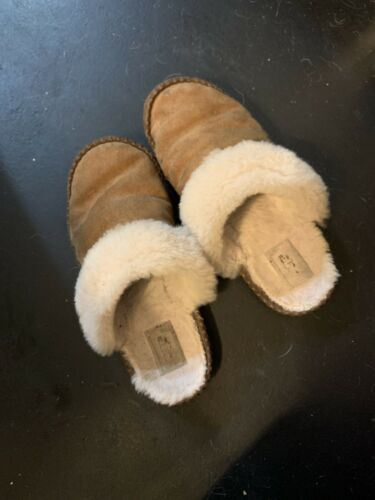Worn womens ugg slippers size 8