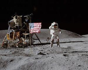 8X10 NASA PHOTO ZZ-913 APOLLO 16 ASTRONAUTS JOHN YOUNG AND CHARLIE DUKE