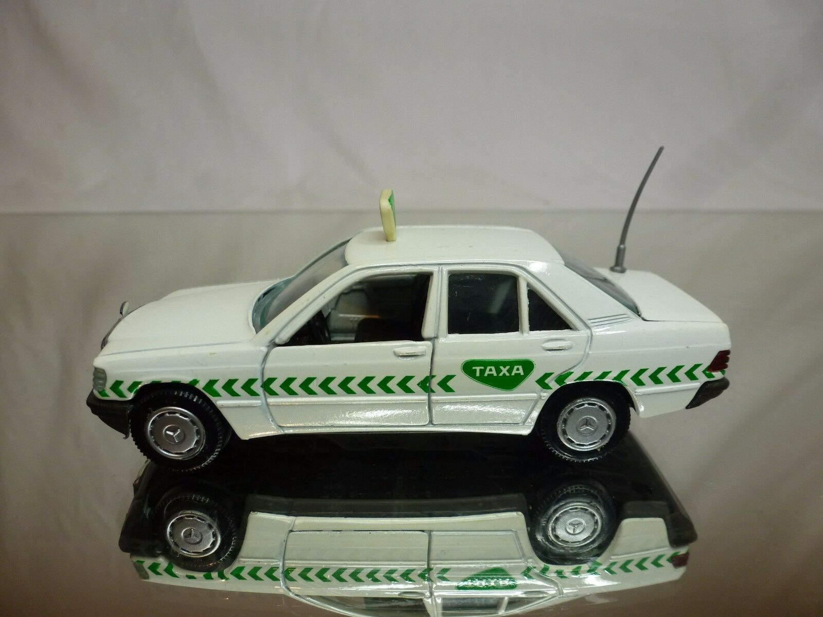 GAMA 1167 MERCEDES BENZ BENZ BENZ 190 190E - TAXA TAXI -  WHITE 1 43 - GOOD CONDITION 65b665