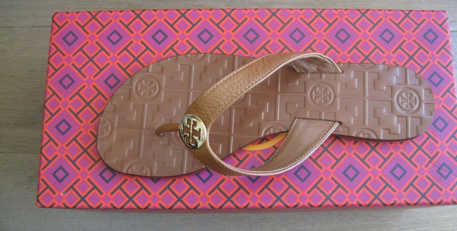 BRAND NEW TORY BURCH THORA THONG ROYAL TAN NEW IN THE BOX SIZE 5