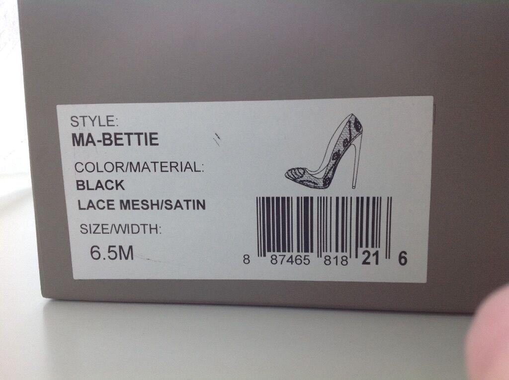 BCBG: NEU   Ungetragener, Satin eleganter, schwarzer Pumps in Satin Ungetragener, & Spitze Gr. 36,5 9d8a80