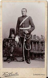 CDV-photo-Garde-Soldat-mit-Pickelhaube-und-Busch-Landau-1900er