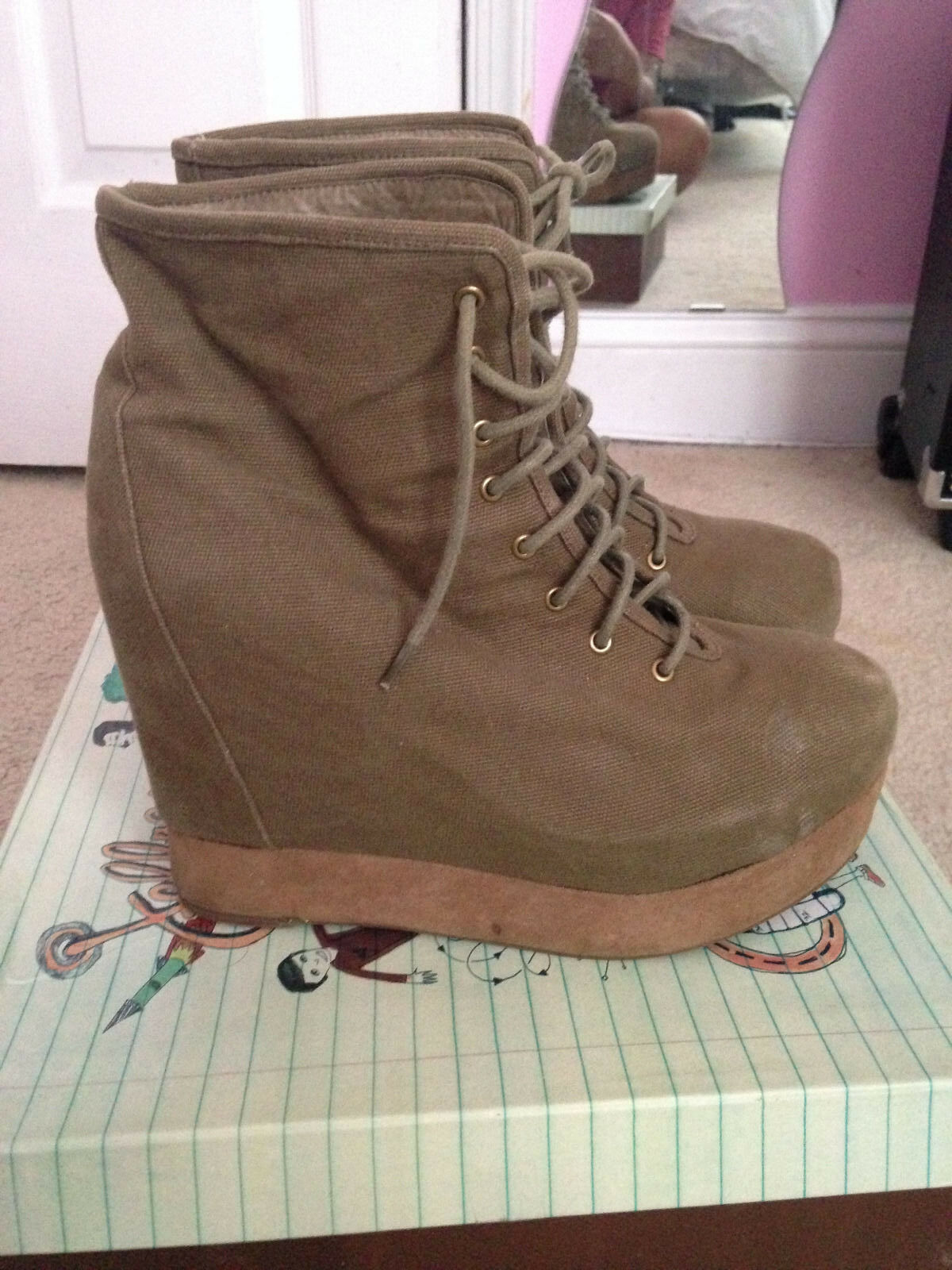 Jeffrey Campbell Throwdown distressed ankle boot hidden platform Khaki size 9