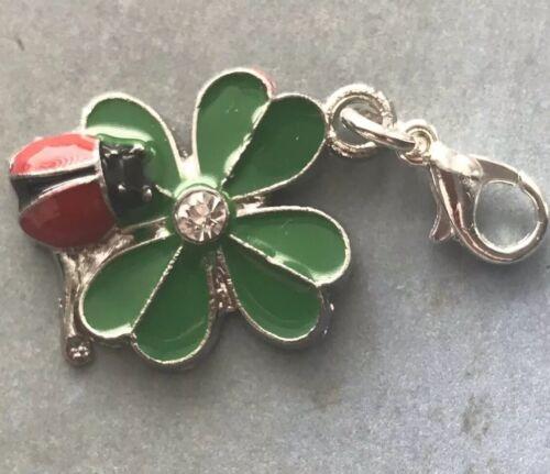 Esmalte Trébol de cuatro hojas con clip encanto Ladybird