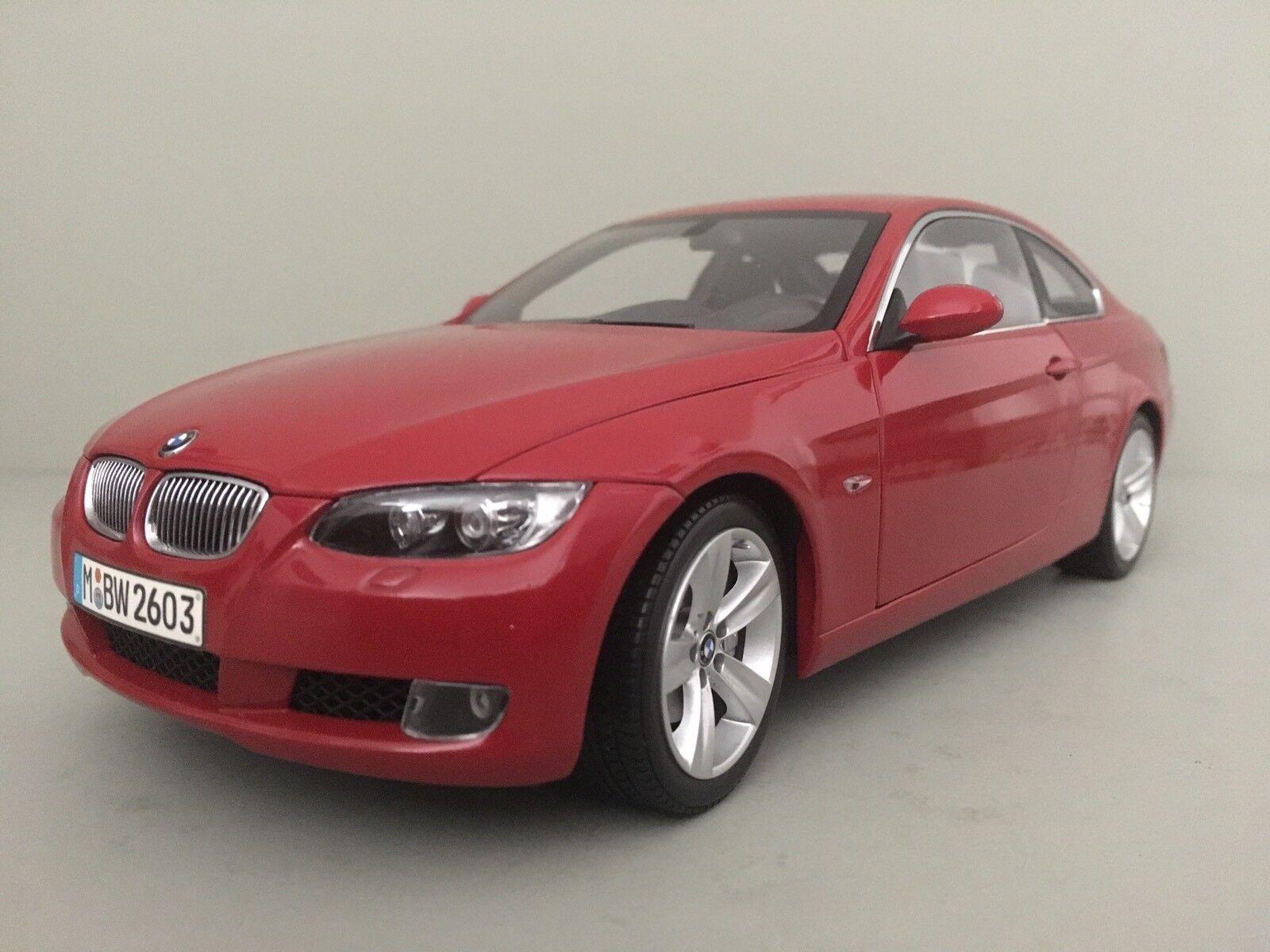 BMW 3. e 92. Coupé 2004 - 2013. KYOSHO 1:18