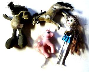 4-x-Spielsachen-Gothic-Puppe-20cm-Pferd-13cm-Einhorn-8cm-Anhaenger-Maus-18cm