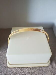 Vintage-Tupperware-Yellow-Square-Cake-Keeper-Taker-Handle-10-034-x-10-034-x-4-034-1241