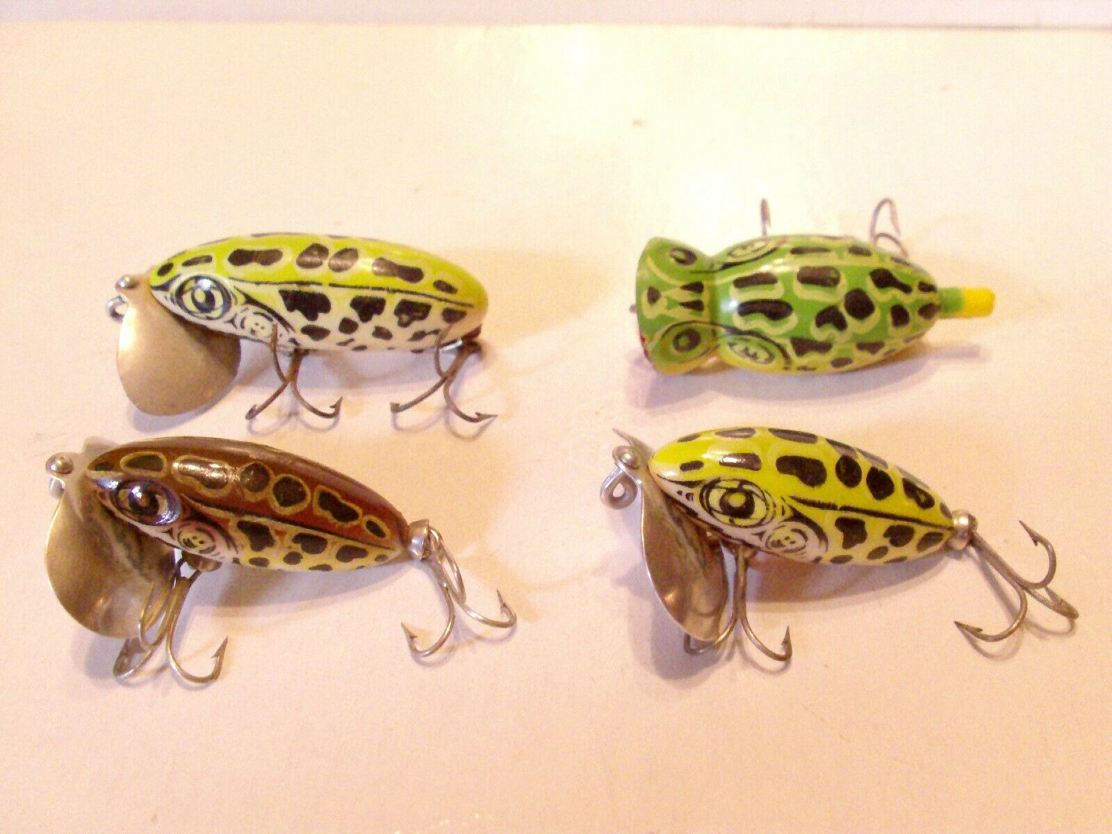 VINTAGE 4 FRED  ARBOGAST 3 JITTERBUG, 1 HULA POPPER NATURAL FROG FISHING LURE  customers first