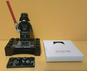 LEGO-STAR-WARS-20th-Anniversary-Darth-Vader-Minifig-w-Stand-New