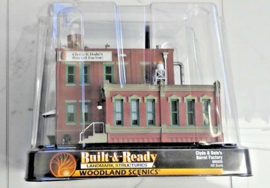 WOODLAND SCENICS 1 87 HO BUILT & READY CLYDE & DALE'S BARREL FACTORY  5026 F S
