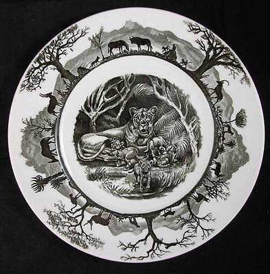 "Wedgwood KRUGER NATIONAL PARK w/map Dinner Plate ""Lioness with Cubs"" LIGHT USE"