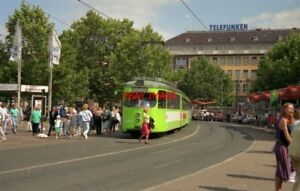 PHOTO-GERMANY-HANNOVER-1991-TRAM-DUEWAG-CAR