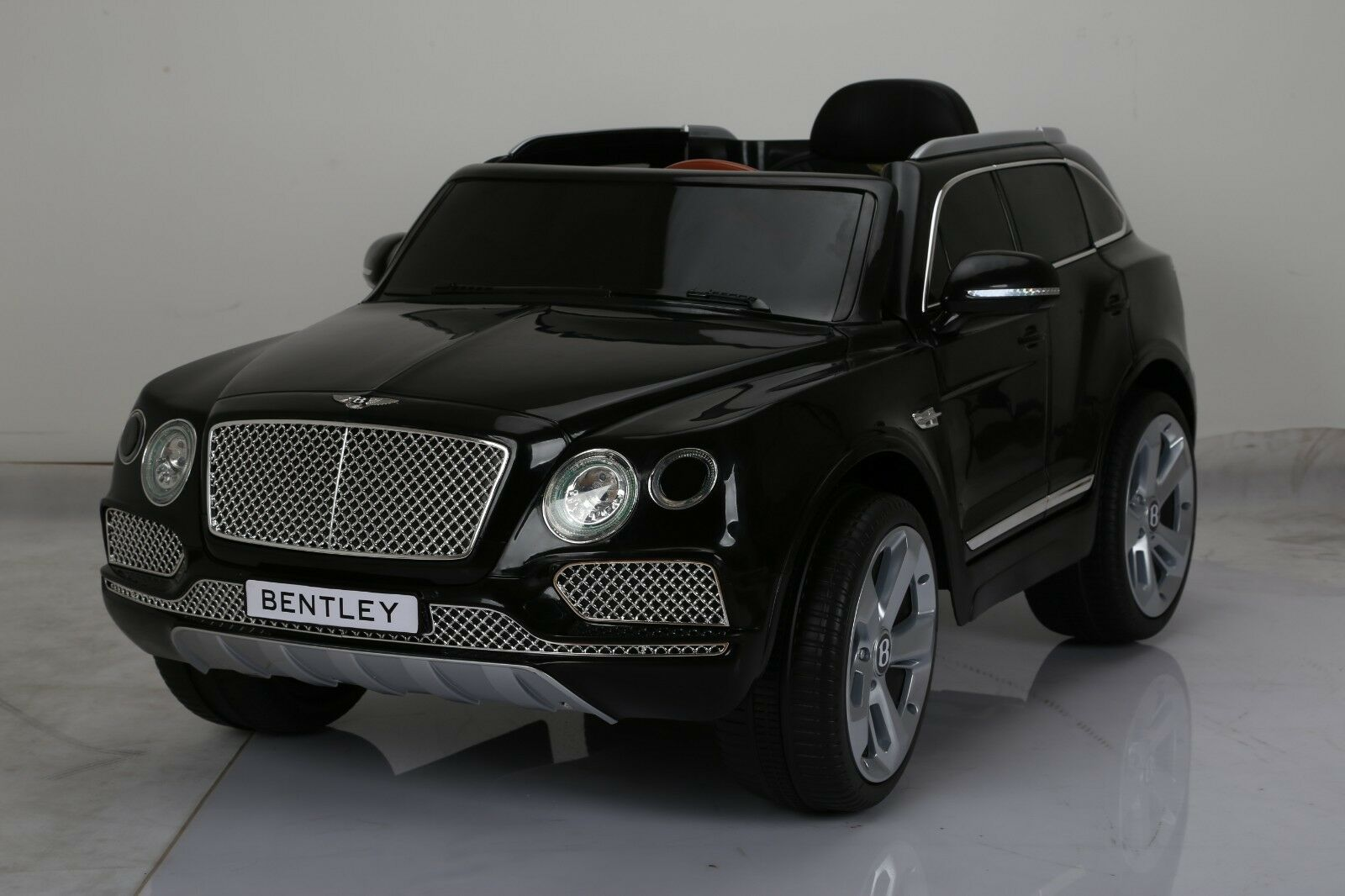 LICENSED BENTLEY STYLE RIDE ON CAR, WITH REMOTE CONTROL. 12V BATTERY, EVA TIRES