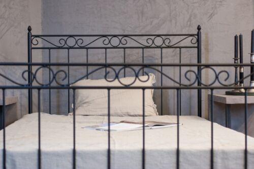 handgefertigtes metallbett 120x200 in schwarz oder transparent  inkl lattenrost