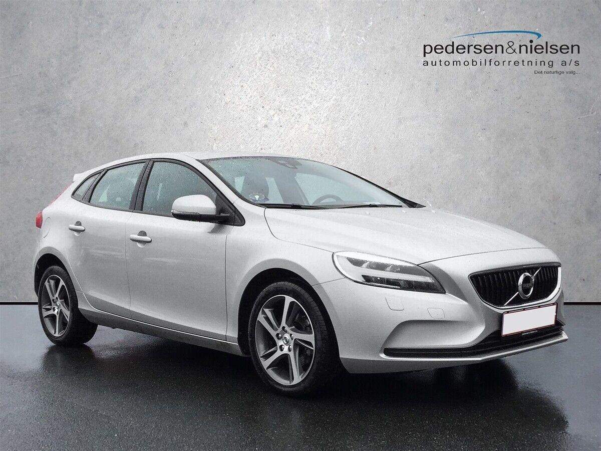 Volvo V40 2,0 D3 150 Momentum 5d - 259.800 kr.