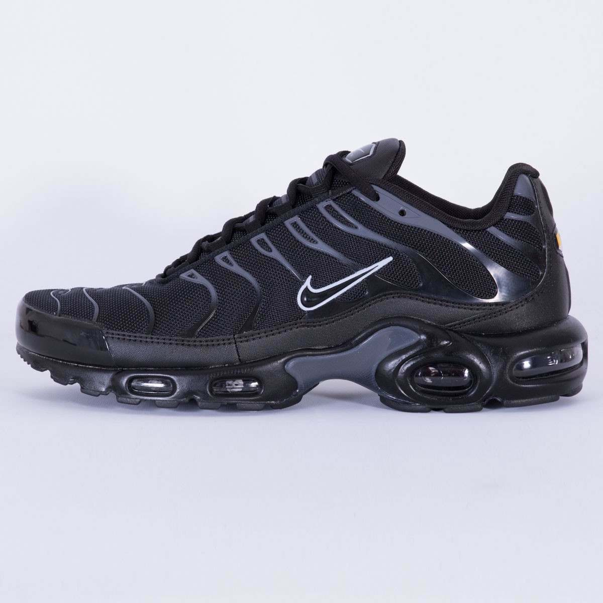 Mens Nike Air Max Plus Sneakers New, Black   Pure Platinum Silver 852630-011