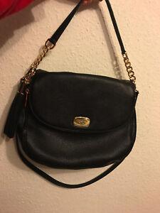 c2f773144aaff ... shopping das bild wird geladen michael kors tasche bedford schwarz mit  goldfarbenen teilen 0707a 80c7c