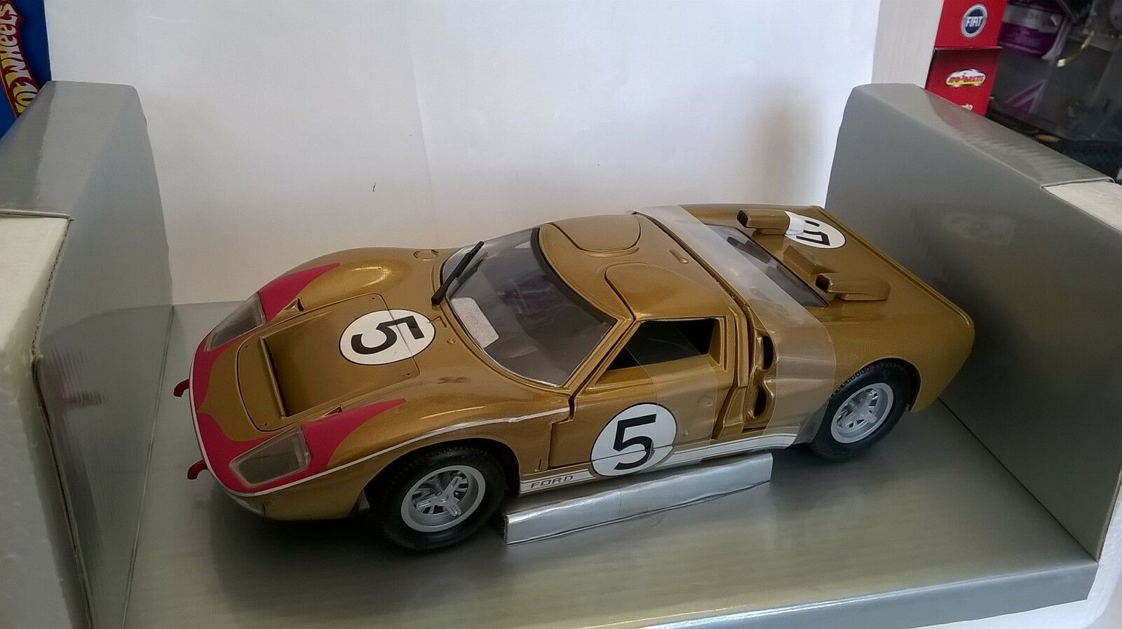 UNIVERSAL HOBBIES EAGLE'S RACE 1 18 FORD GT 40 Gold Gold 24H LE MAN 1966 ART 3040