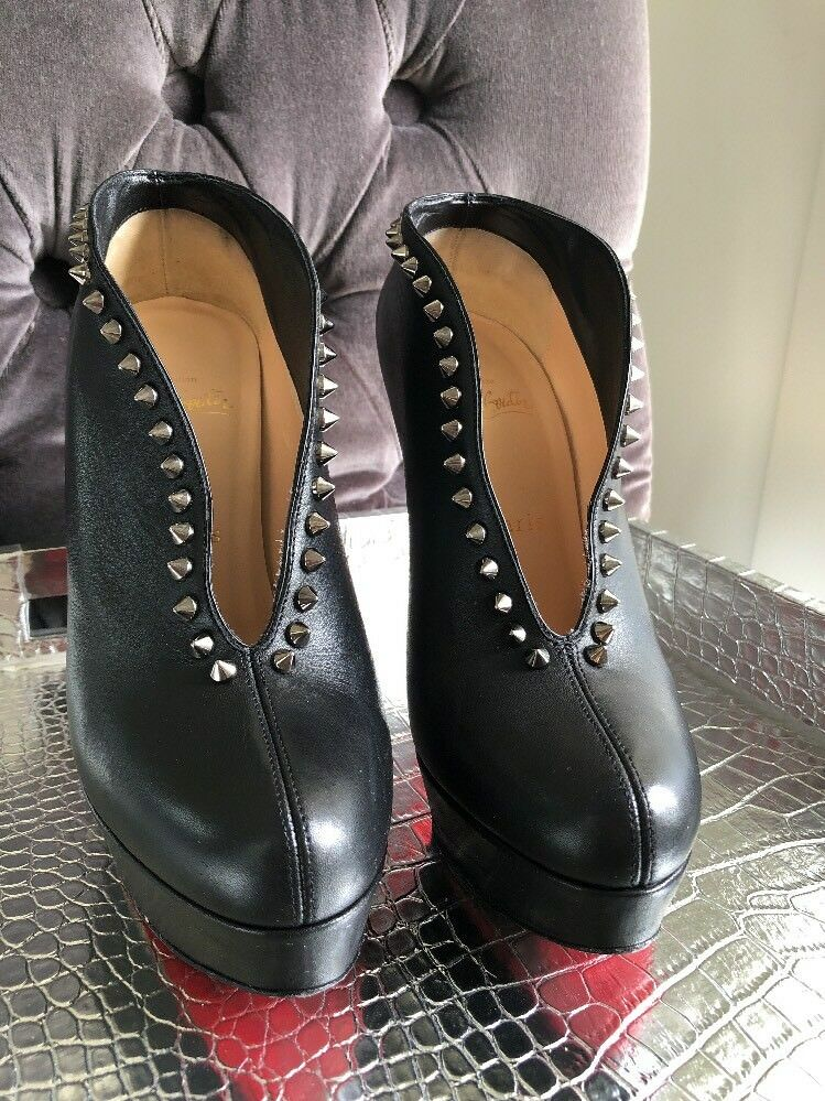 CHRISTIAN LOUBOUTIN LOUBOUTIN LOUBOUTIN CL MISS PLATO BLACK LEATHER AND SPIKE BOOTIES SZ 37.5 e54dfb