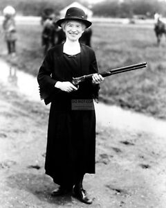 ANNIE-OAKLEY-AMERICAN-SHARPSHOOTER-EXHIBITION-SHOOTER-1922-8X10-PHOTO-FB-578
