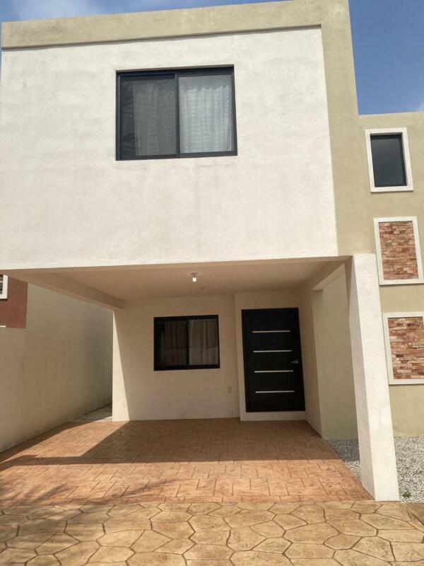 (CERCV21105)  Casa en VENTA  Col. Primero de Mayo. Informes Cecilia Morris   833   :  120   :  2302